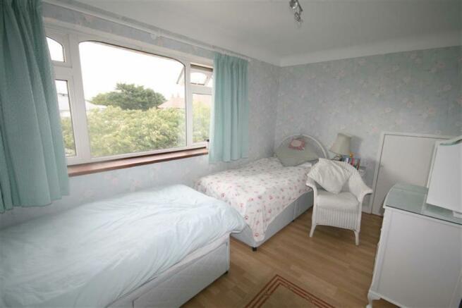 Side Bedroom 4