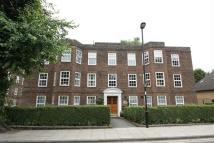 Flat to rent in High Street, Southgate