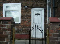 Ground Flat to rent in New Lane, Peel Green...