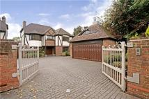 4 bedroom Detached house in Guildford Road...