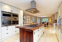 6 bed Detached property for sale in Shepherds Hill...