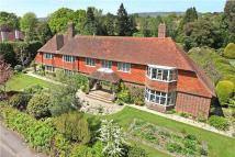 5 bed Detached house in Heath Road, Petersfield...