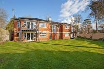 Flat in Lower Cookham Road...
