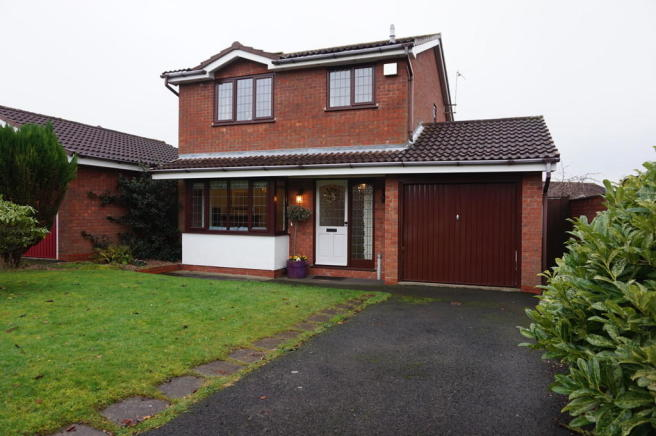 3 bedroom detached house for sale in slingsby tamworth b77