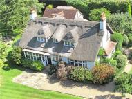 5 bed Detached property in Abbotsbrook, Bourne End...