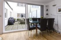 Flat for sale in Robert Court...