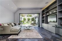 2 bedroom Flat for sale in Hurlingham Road, London...