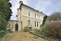 6 bedroom semi detached home in Canonbury Park South...