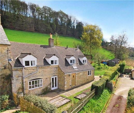 Hamptons Gloucestershire Property For Sale