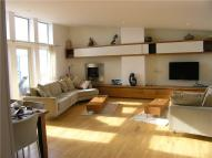 3 bedroom Flat in Grove Hill House...