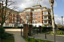 3 bedroom Flat in Clevedon Road...