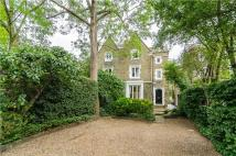 5 bedroom semi detached home in Park Road, Richmond Hill...