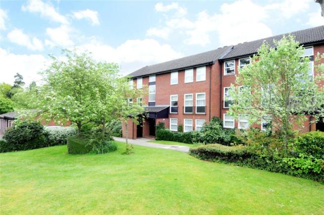 2 Bedroom Apartment For Sale In Fountain Gardens Windsor