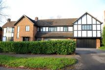 5 bed Detached property in Meadow Way, Chigwell...