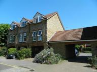 Town House to rent in Farriers Road, Epsom