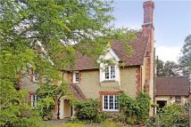 6 bedroom Detached house in Oxted Road, Godstone...