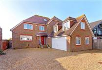 Detached house in Aldwick Avenue, Aldwick...