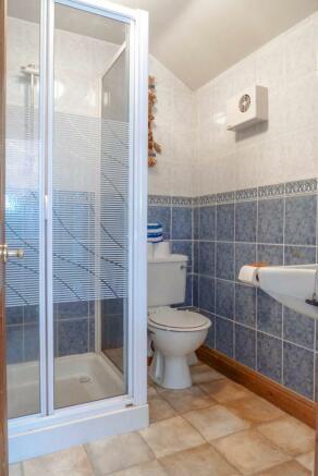 1690 - Shower Room