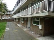 Flat to rent in Hind Grove, E14