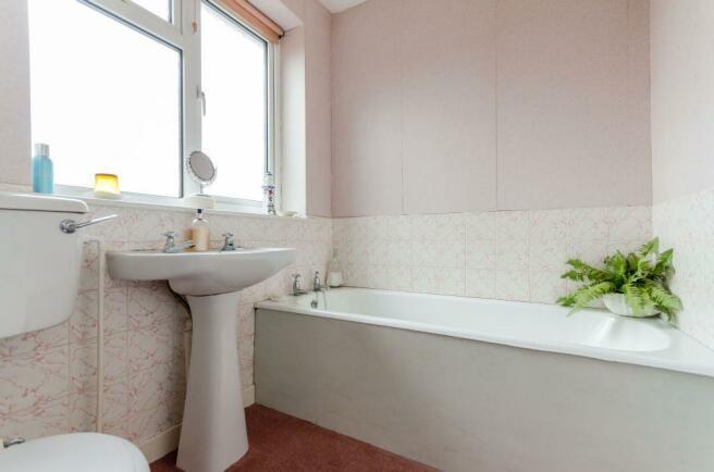 11...bathroom.jpg