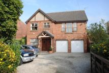 Flat in Grove Road, Leeds, LS15