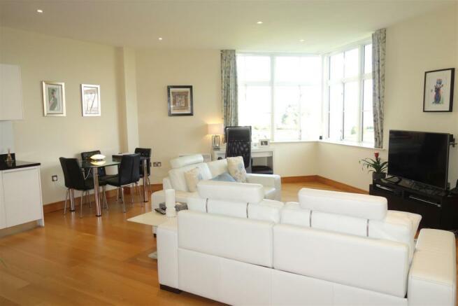new lounge1.JPG