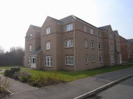 Flat to rent in Gardeners End, New Bilton