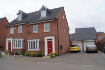3 bedroom Town House to rent in Crackthorne Drive...
