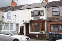 Flat to rent in 69 King Edward Road...