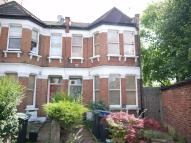 2 bed Ground Flat in Manor Road, Bowes Park