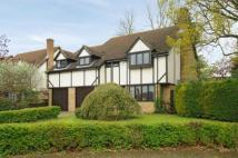 Detached property in Spinney Rise, Daventry...