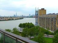 Flat to rent in Canary Riverside