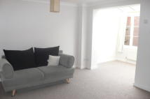 2 bed Ground Flat to rent in Station Road West...