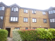 Flat to rent in MESSANT CLOSE, Romford...