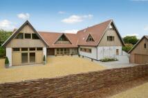 5 bedroom Detached house in Saxlingham Road...