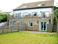 4 bed Detached house in West Hall Court...