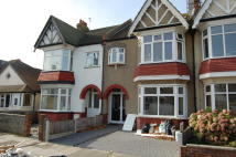 1 bedroom Flat in Leigh Hall Road...