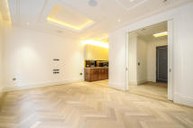 2 bed Flat to rent in Drake House...