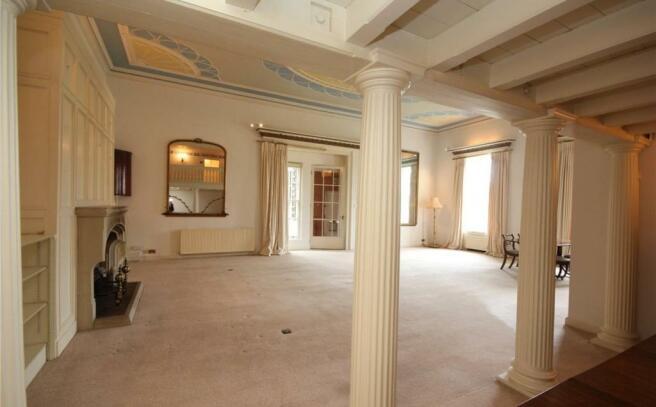 Living Room (Empty)