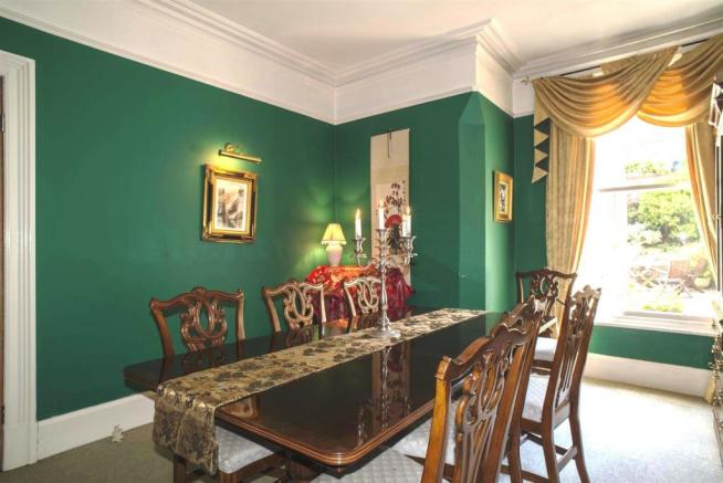 Dining Room to the R
