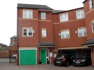 3 bed Town House to rent in Clovelly Court, Broadway...