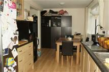 3 bedroom house in Barnlea Close, Hanworth