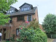 Maisonette to rent in Maypole Road, Taplow...