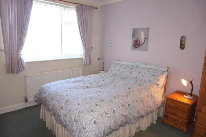 Double Bedroom to th
