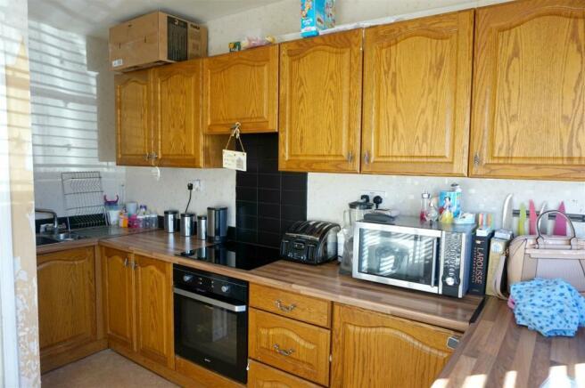 Kitchen (Flat 1).JPG