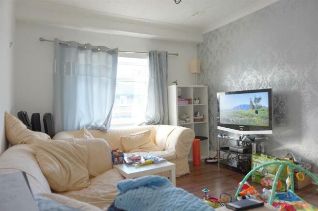 Lounge (Flat 2).JPG