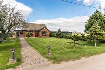3 bed Detached Bungalow in West Bank, Saxilby...