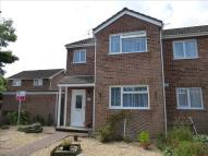 3 bed semi detached property in Dibben Walk, Romsey
