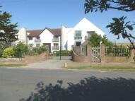 2 bedroom Flat in Bazehill Road...