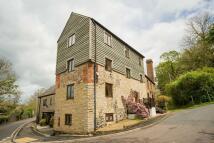 5 bedroom home in Lodge Lane, Weycroft...